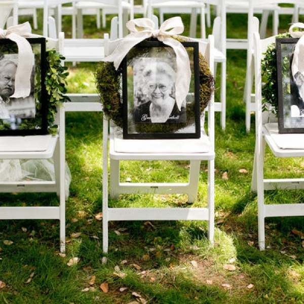 honoring-loved-ones-wedding-chair